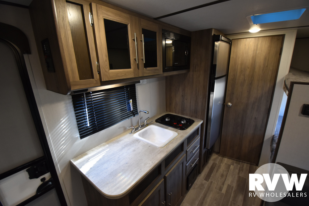 Click here to see the New 2021 Zinger Lite Single Axle 18BH Travel Trailer by Crossroads at RVWholesalers.com