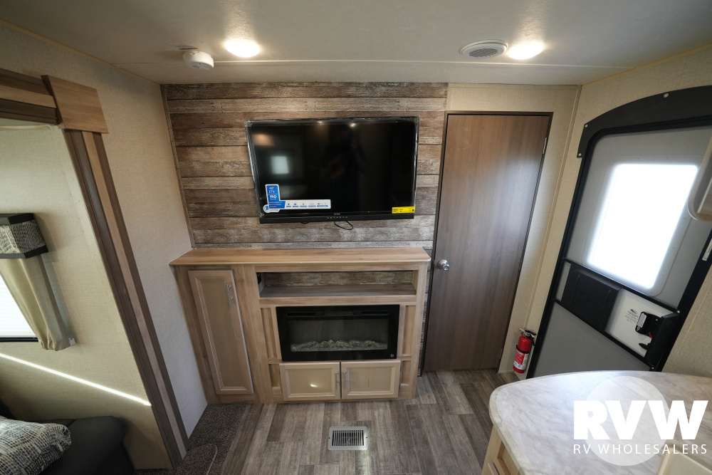 Click here to see the New 2021 Catalina Legacy 323BHDSCK Travel Trailer by Coachmen at RVWholesalers.com