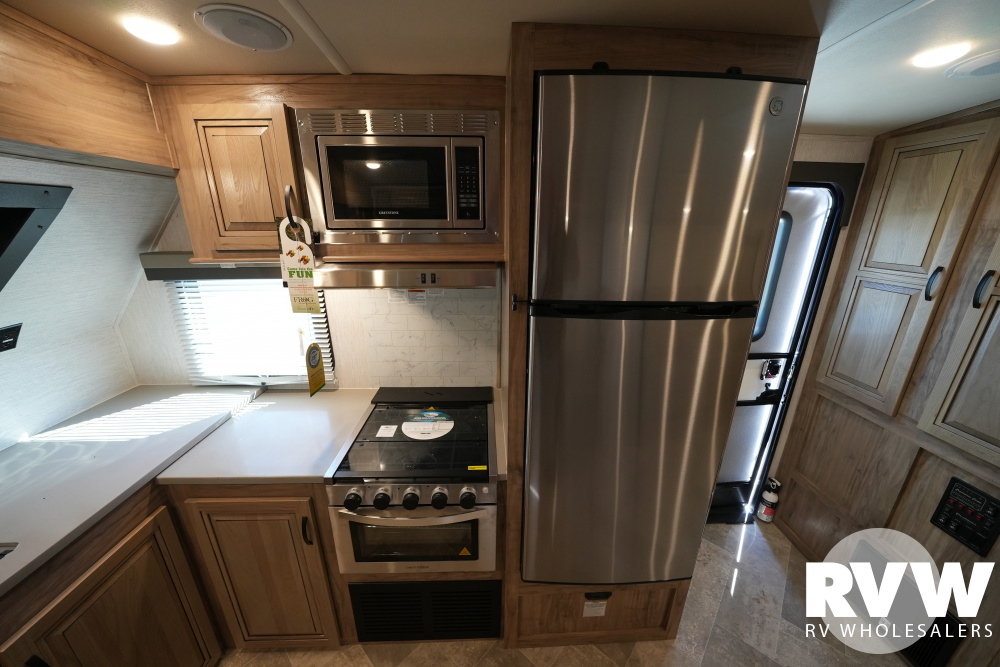 Click here to see the New 2021 Solaire Ultra Lite 260FKBS Travel Trailer by Palomino at RVWholesalers.com
