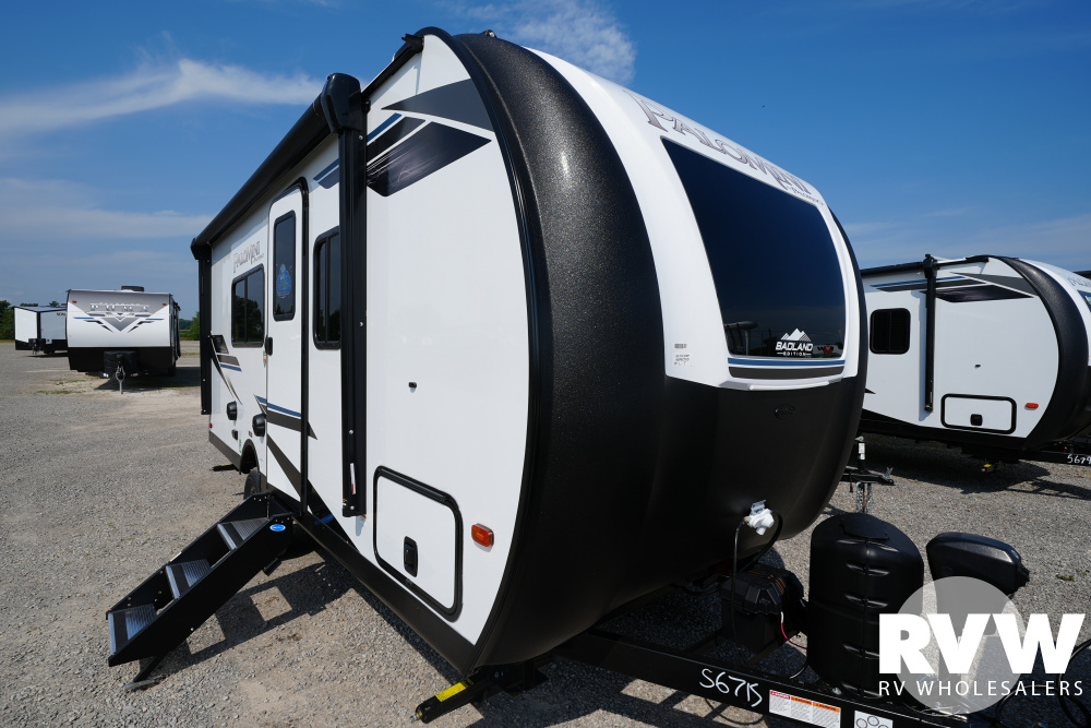 Click here to see the New 2022 Palomini 184RB Travel Trailer by Palomino at RVWholesalers.com
