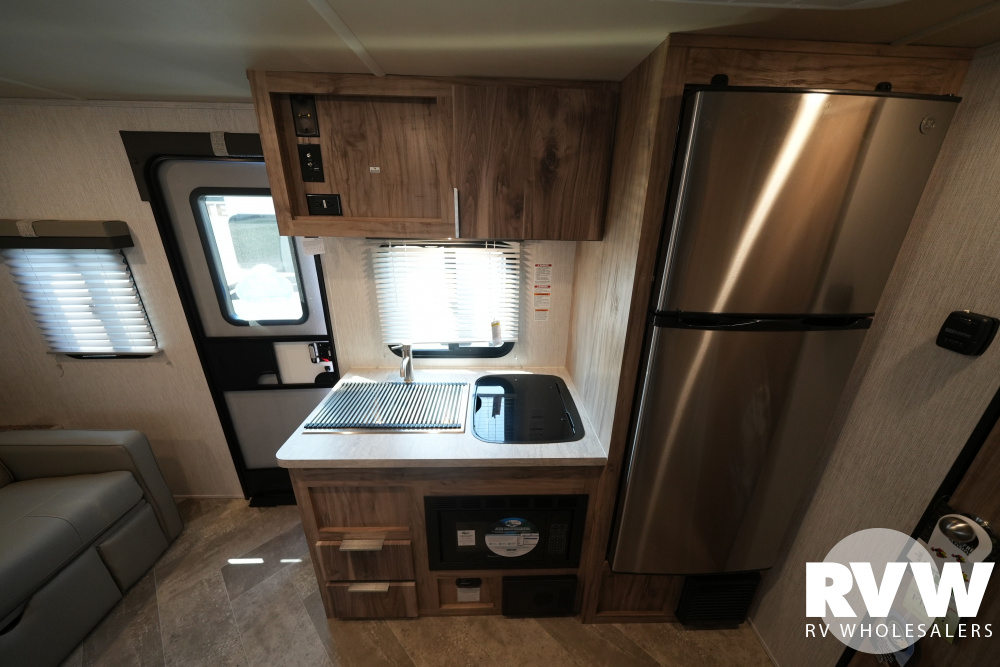 Click here to see the New 2022 Palomini 186RBS Travel Trailer by Palomino at RVWholesalers.com