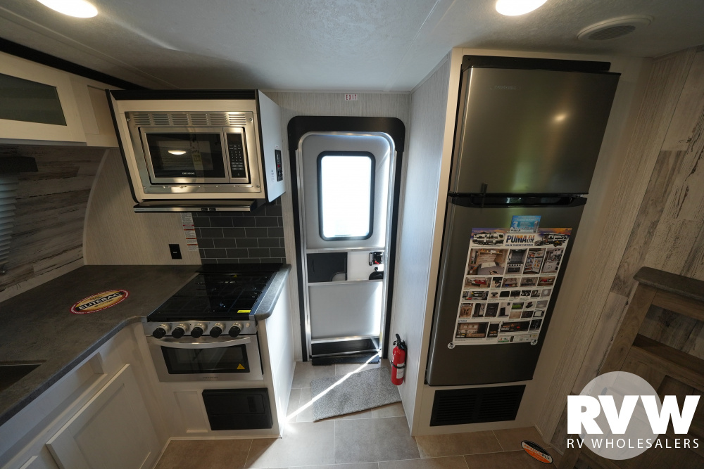 Click here to see the New 2021 Puma XLE 22FKC Travel Trailer by Palomino at RVWholesalers.com