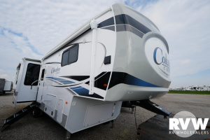 2022 Palomino Columbus C-Series 299RLC Fifth Wheel: image 1