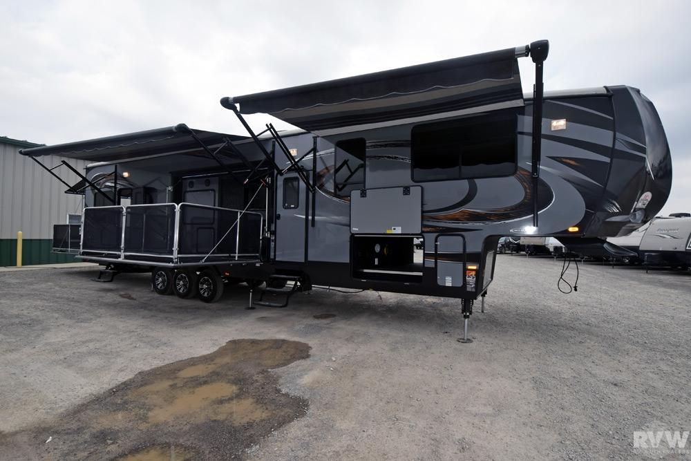 2015 Heartland Rv Cyclone 4200 Toy Hauler Fifth Wheel